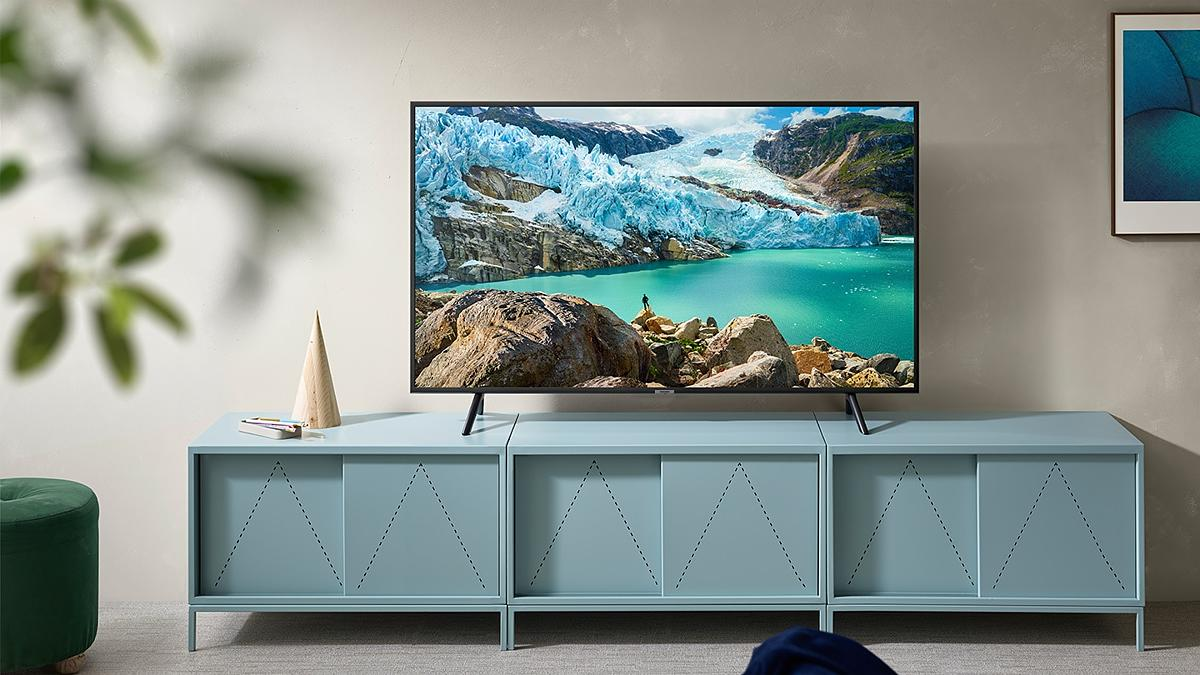 Samsung TV 55 4k en mesa